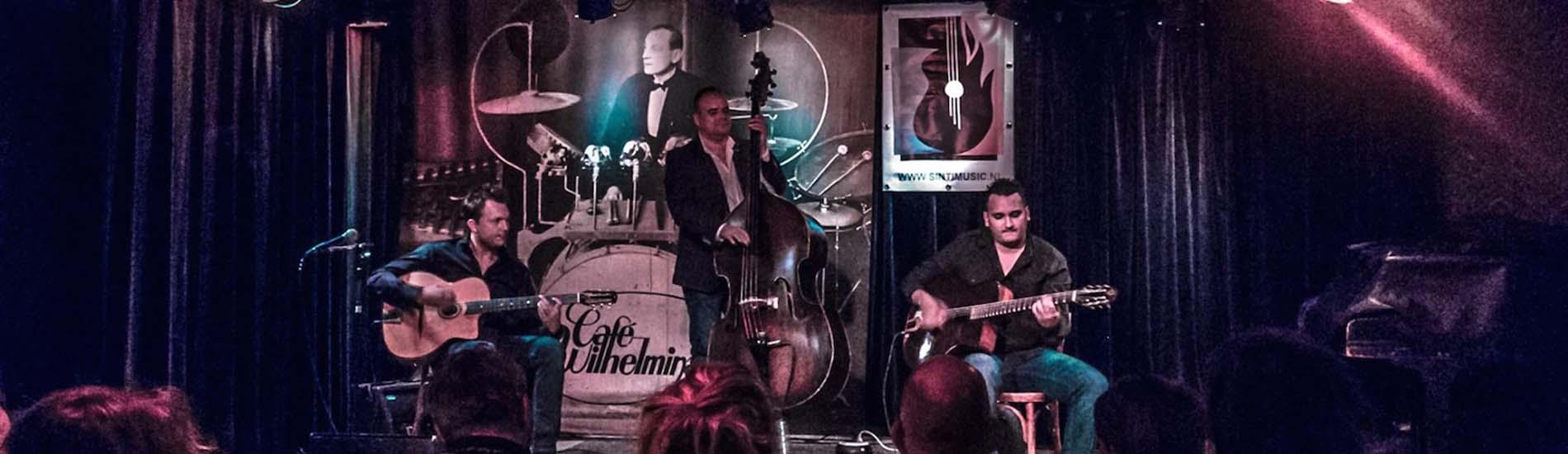 rosenberg trio gipsy muziek live op podium