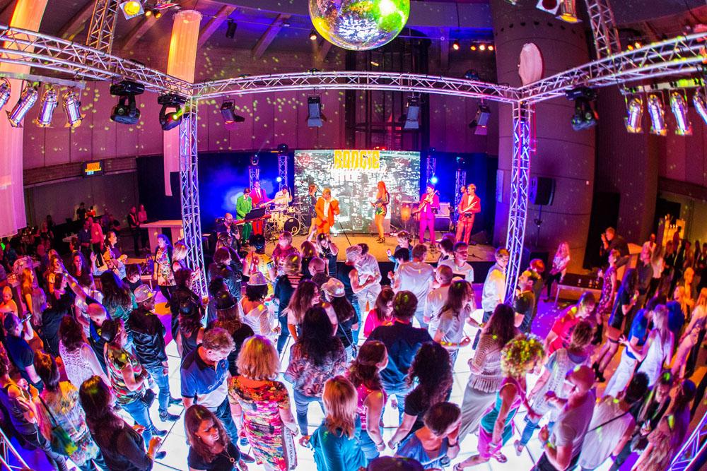 Boogie Wonderland band disco show