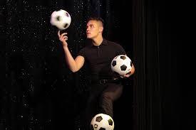 voetbal artiest jongleur