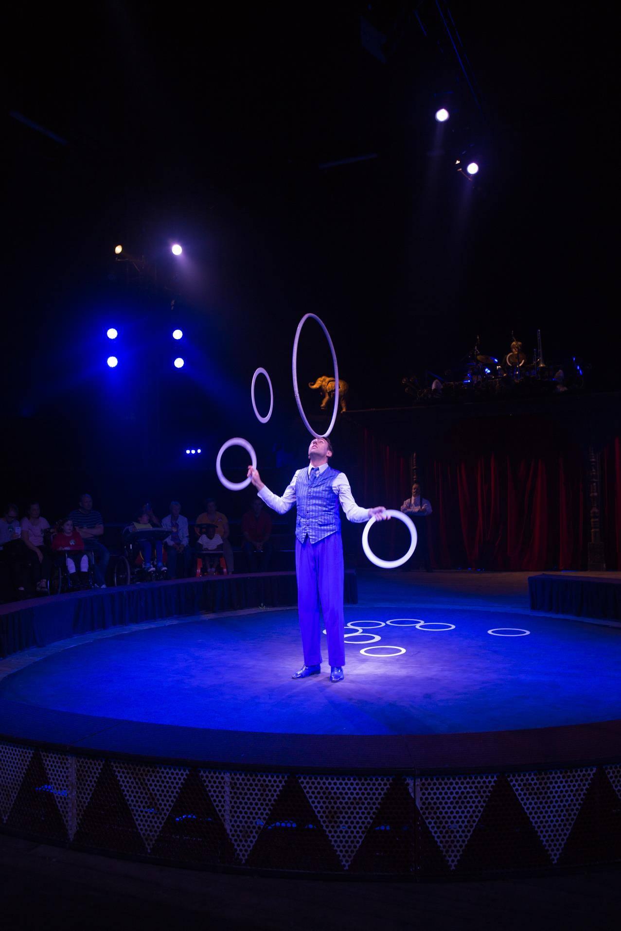 jongleur in circus