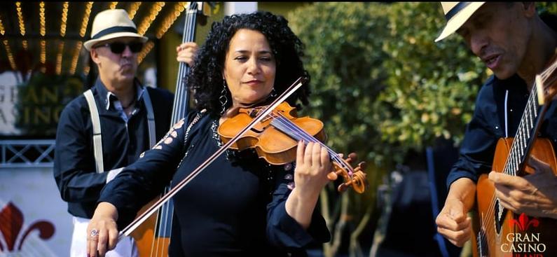 Sol y Luna trio met viool, gitaar en contrabas