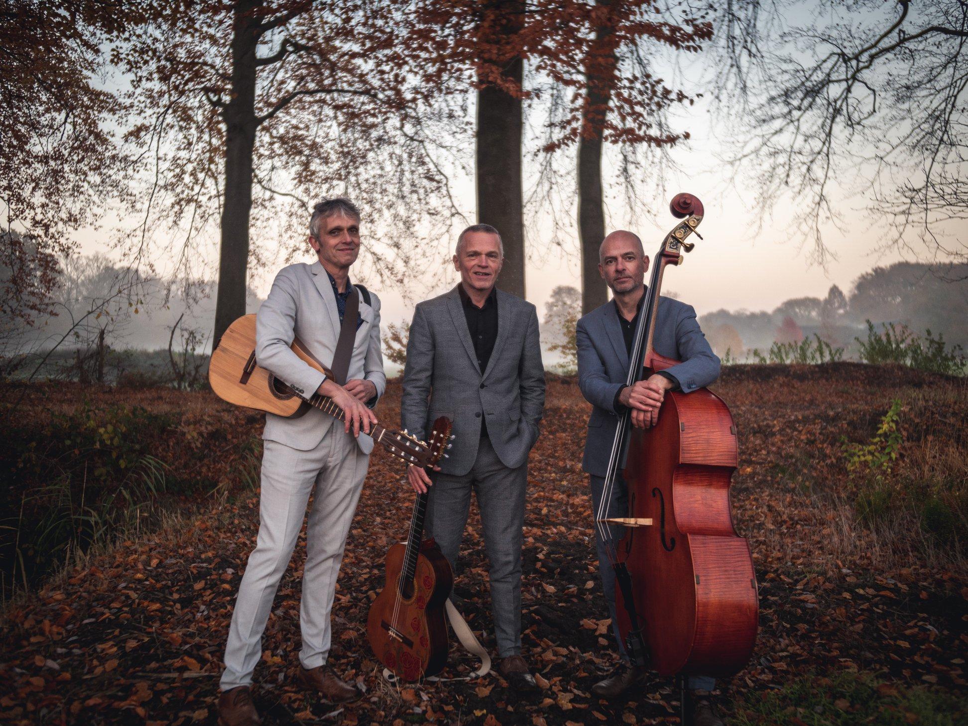 Akoestisch trio cuata herfst buiten