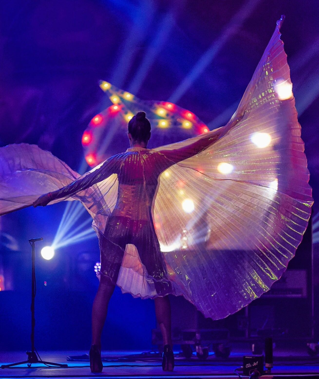 Black light danseres met vleugels