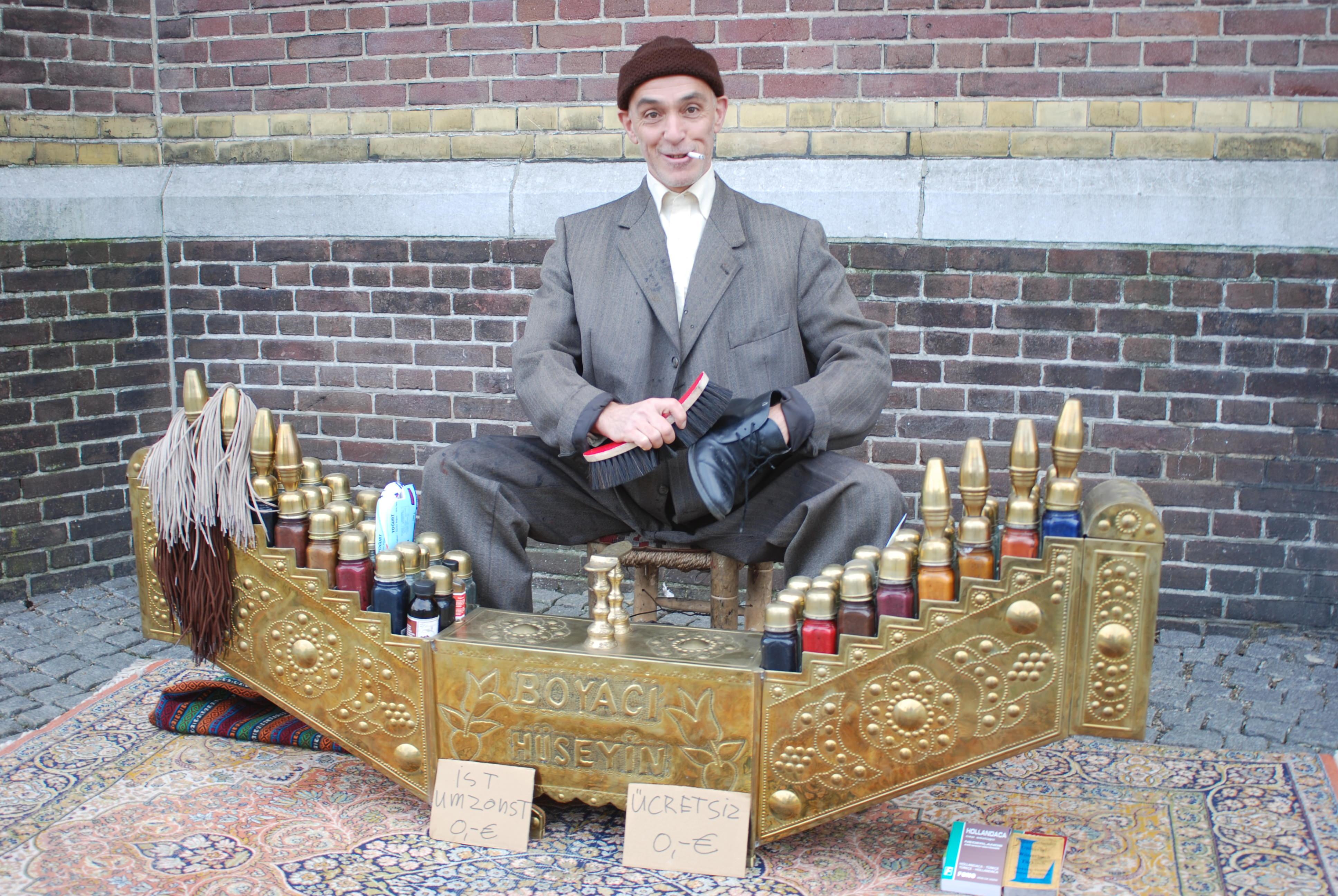 Turkse schoenpoetser Boyacl Hüseyin