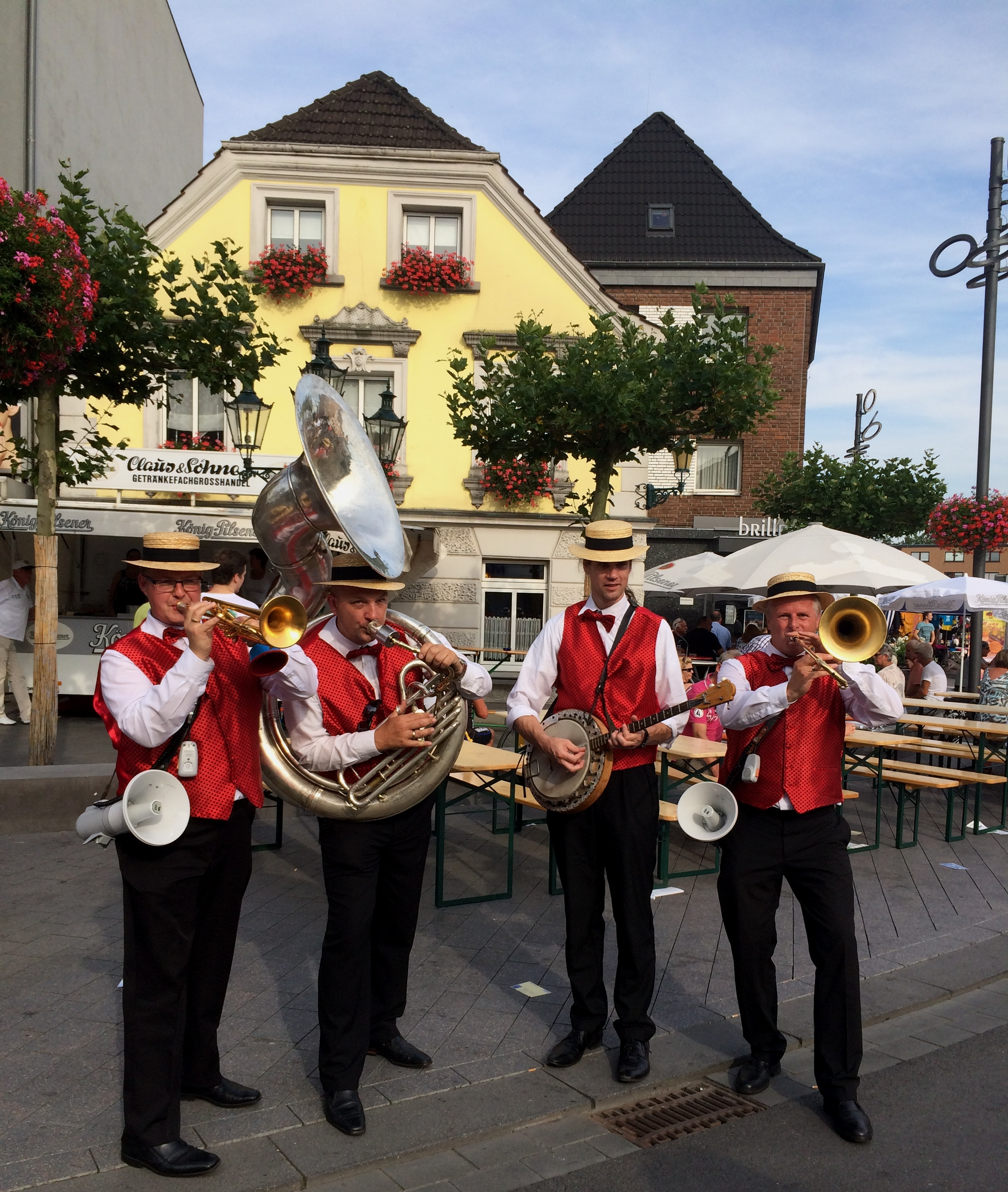 MC Dixie dixieland band op terras