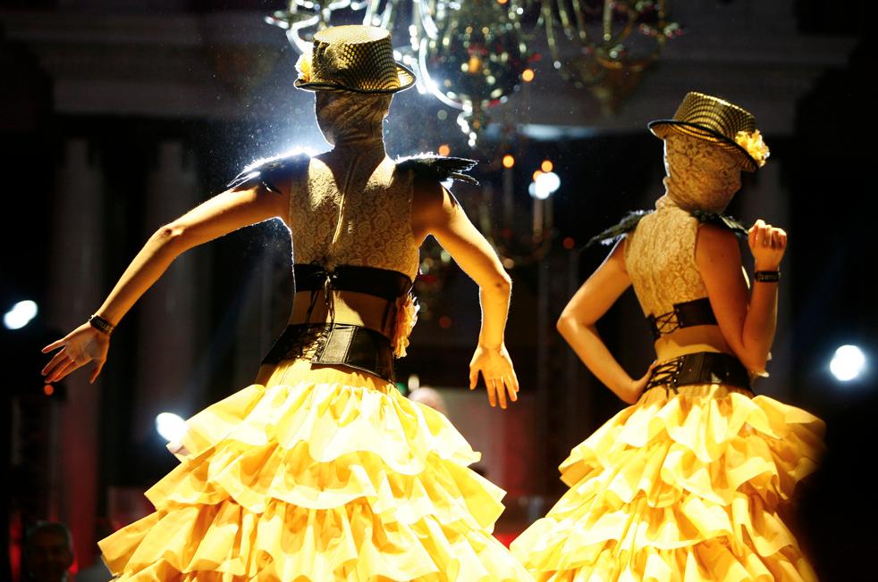 Gatsby Party danseressen in kostuum