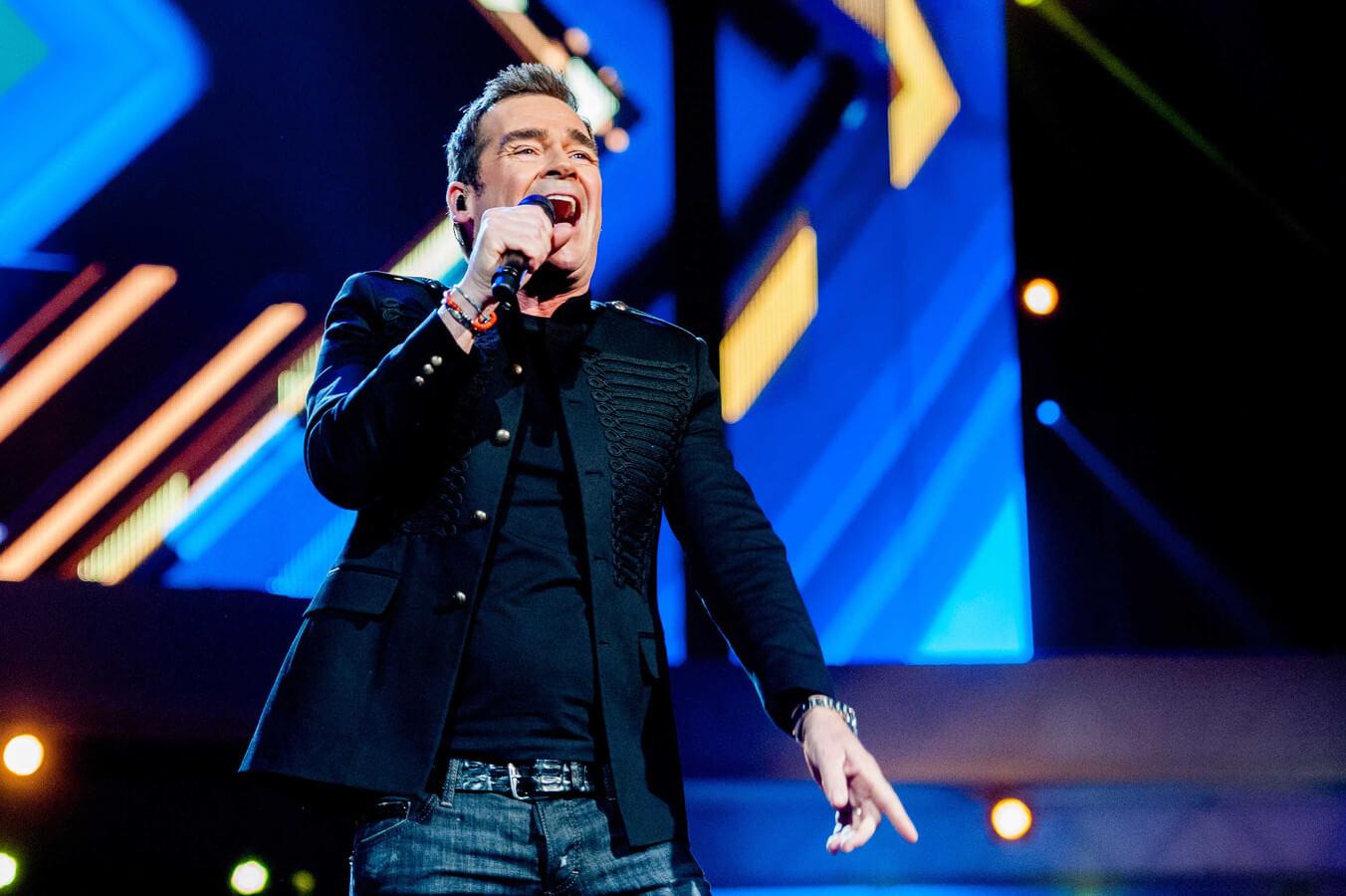 Jeroen van der Boom zingt live
