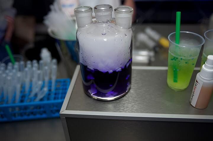 labaratorium paarse drank