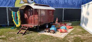 woonwagen op festival
