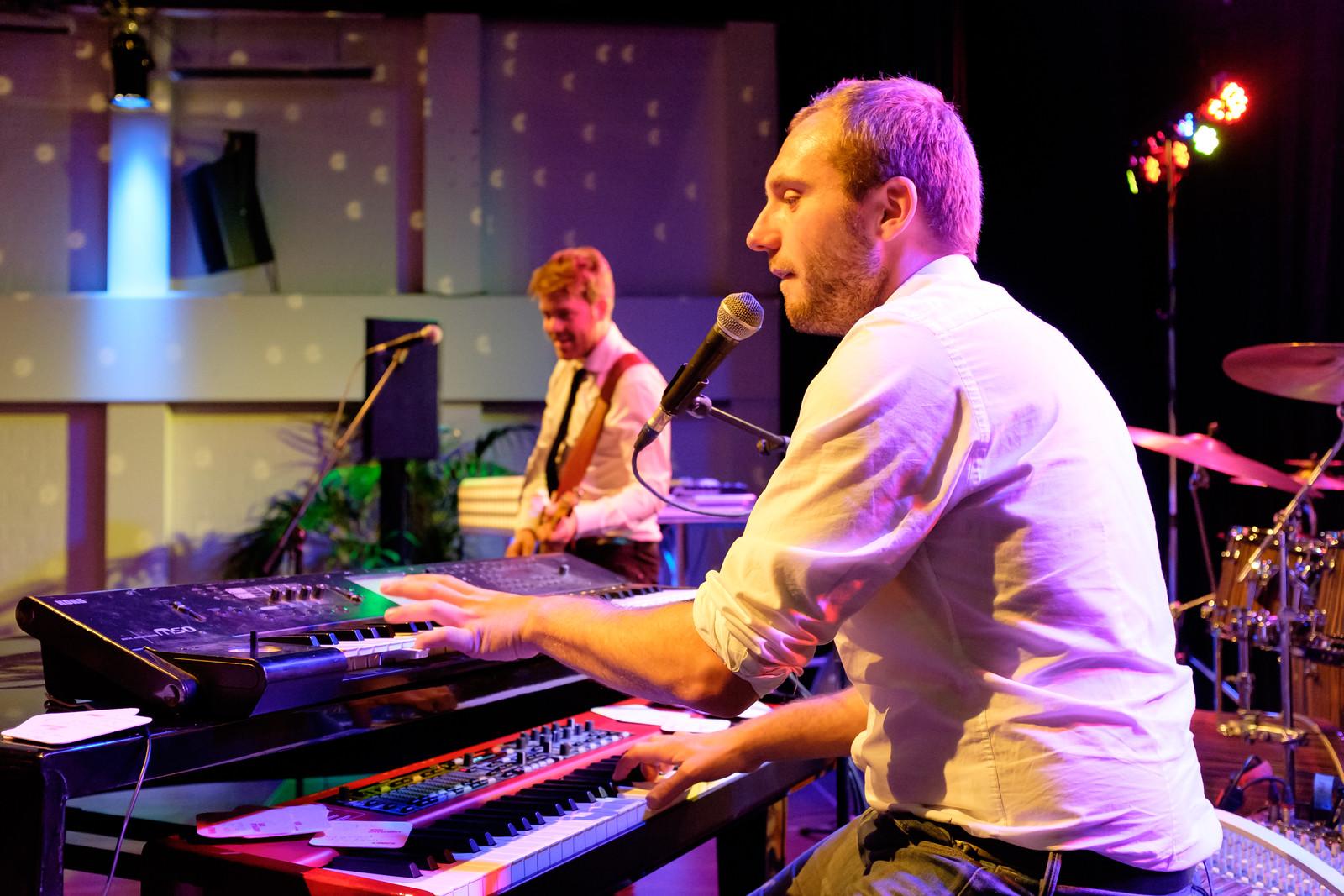 Pianist / zanger en gitarist / zanger van Say Keys