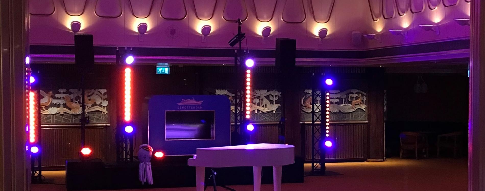 DJ booth en piano setting